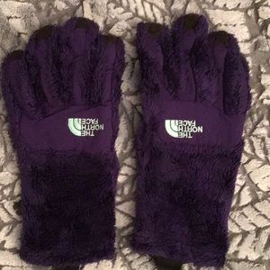 North face women's gloves